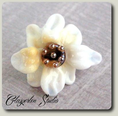 Flower white Glasperle